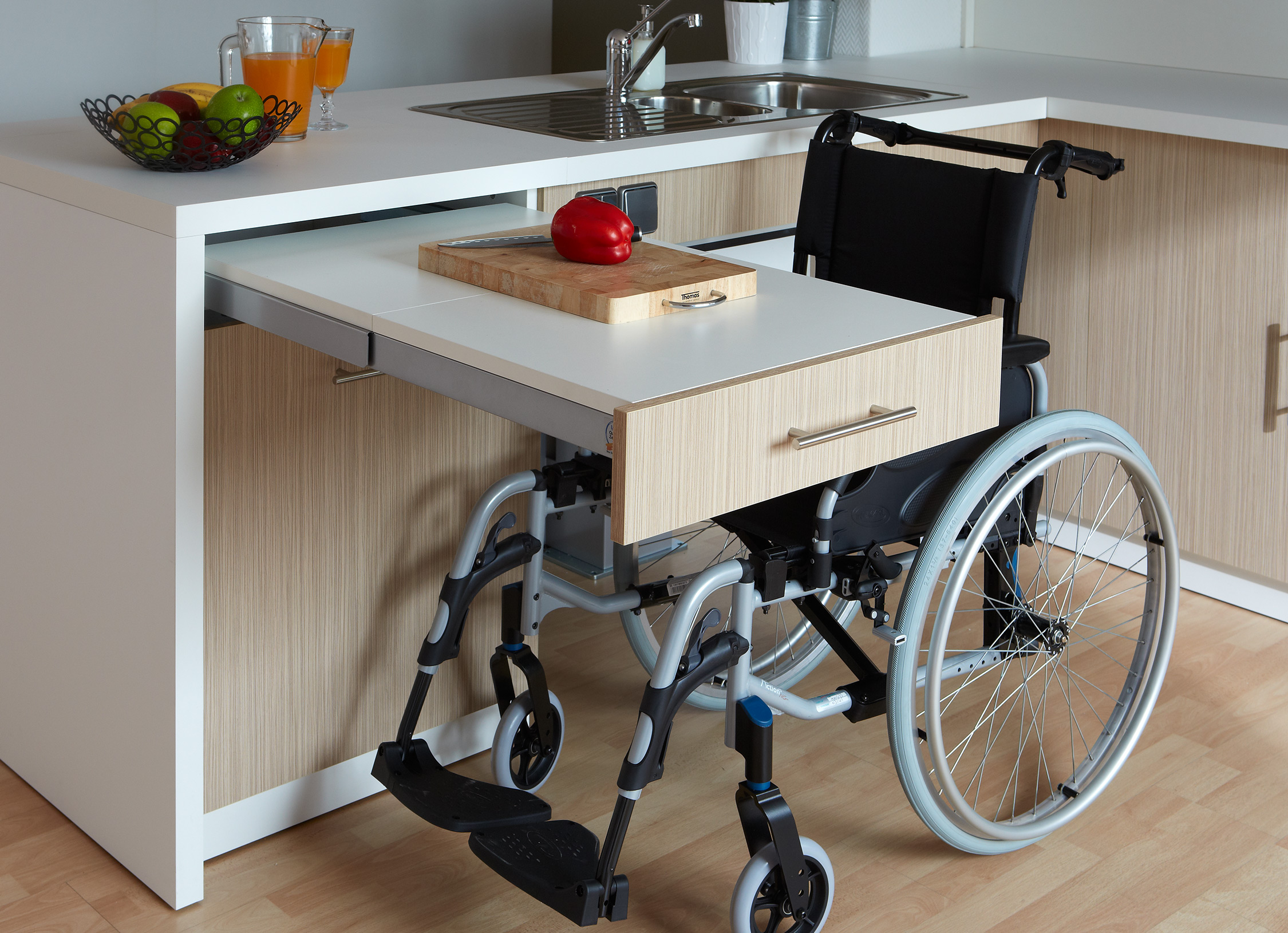 Cuisine adapt e pmr avec modulhome for Table de cuisine escamotable